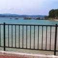 御座白浜海水浴場の沖を行くヨット
