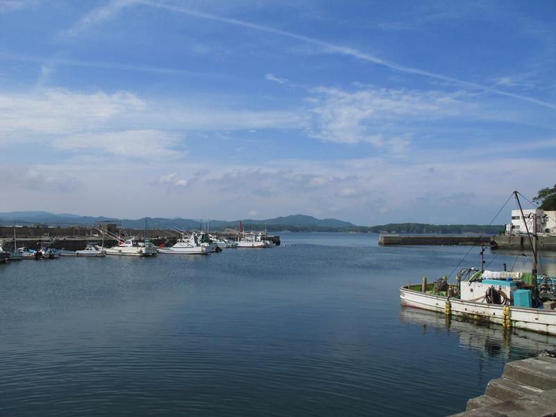 御座漁港と赤灯台