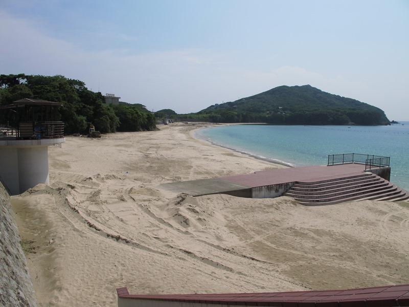 御座白浜海水浴場の浜掃除